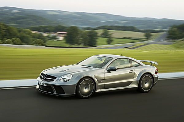 The AMG 6.0 liter V12 biturbo engine, with a maximum output of 493 kW/670 hp