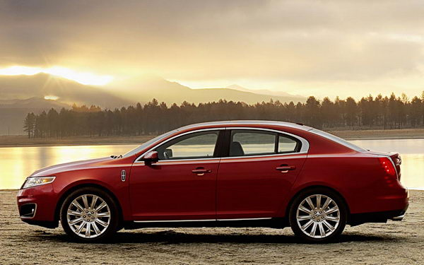 2009 Lincoln Mks Red
