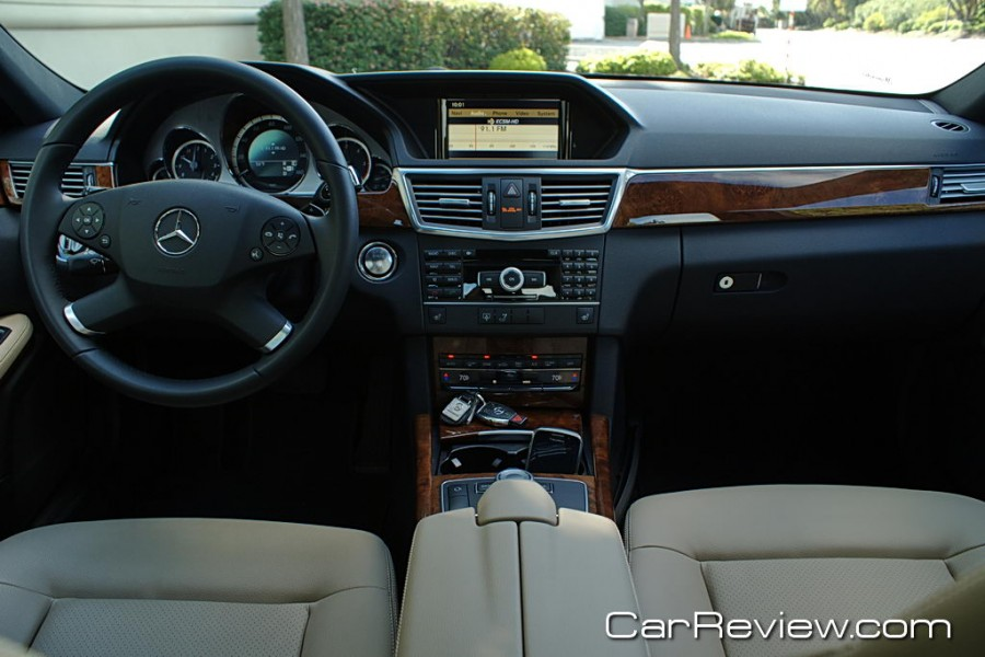 2011_MercedesBenz_E350_37