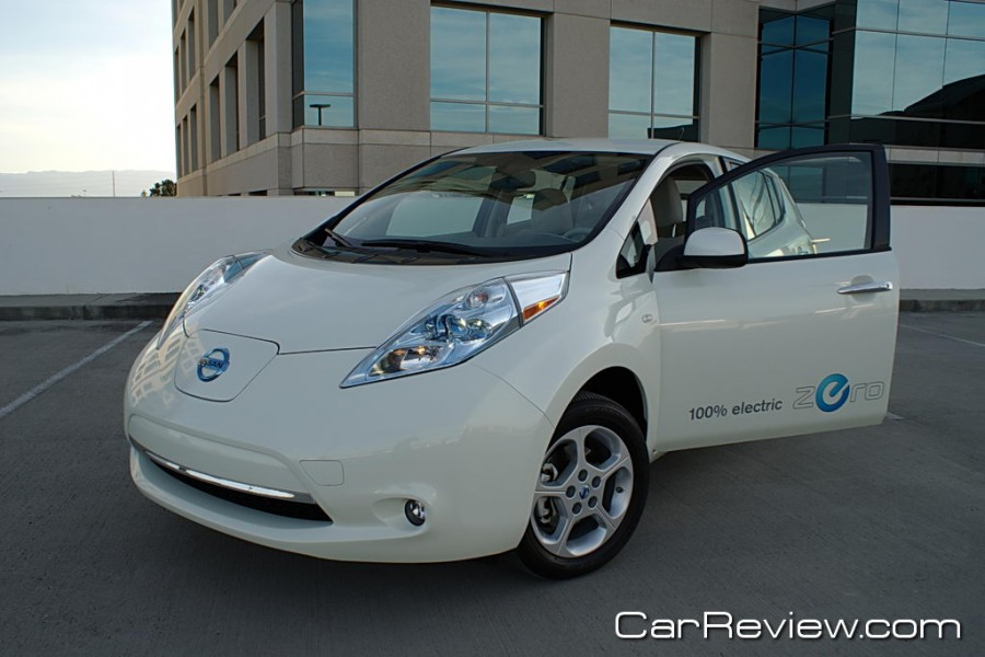 2011 nissan leaf review driving into the future with. Black Bedroom Furniture Sets. Home Design Ideas