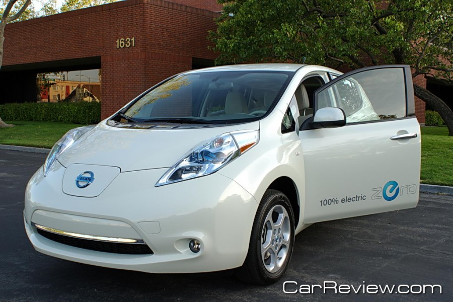2011 nissan leaf review vs the chevy volt and toyota. Black Bedroom Furniture Sets. Home Design Ideas
