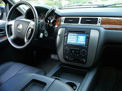 2008 GMC Yukon Hybrid interior