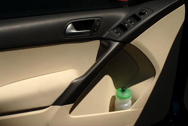Volkswagen Tiguan - total of 6 cupholders in cabin