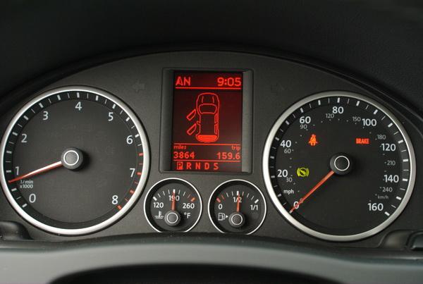 Volkswagen Tiguan - instrument cluster