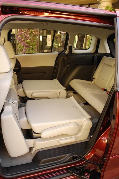 Mazda MAZDA5 with fold flat seats