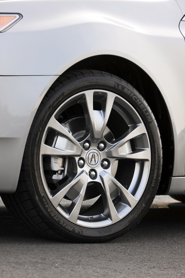 2008 Acura TL SH-AWD 18″ aluminum alloy wheels