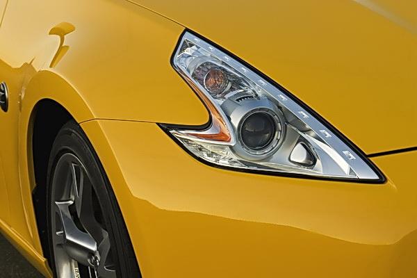 Nissan 370Z headlight