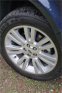 2009 Land Rover LR2 - 19 inch alloy wheels with 235/55AT tires