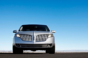 Lincoln MKT split-bow grille