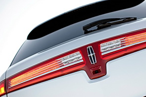 Lincoln MKT full-width tail lamps