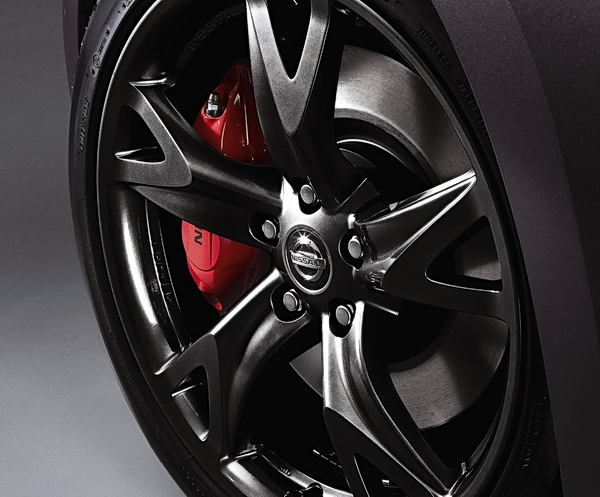 19-inch Rays forged aluminum-alloy wheels