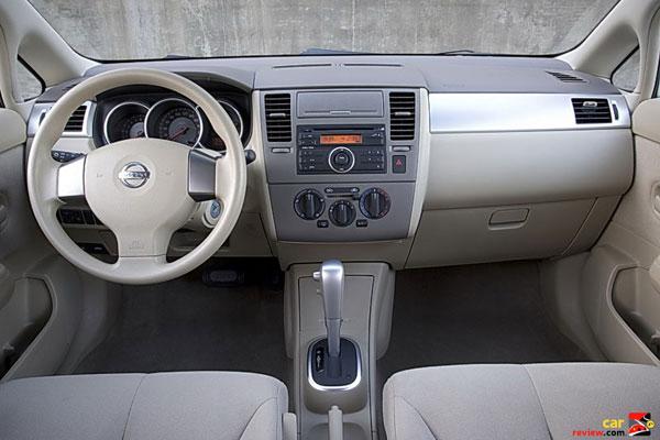 2008_nissan_versa_interior_600x400