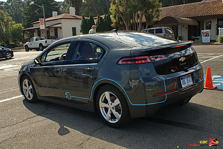 http://reviews.carreview.com/wp-content/uploads/2010/10/2011_Chevrolet_Volt_drive_03_med1.jpg