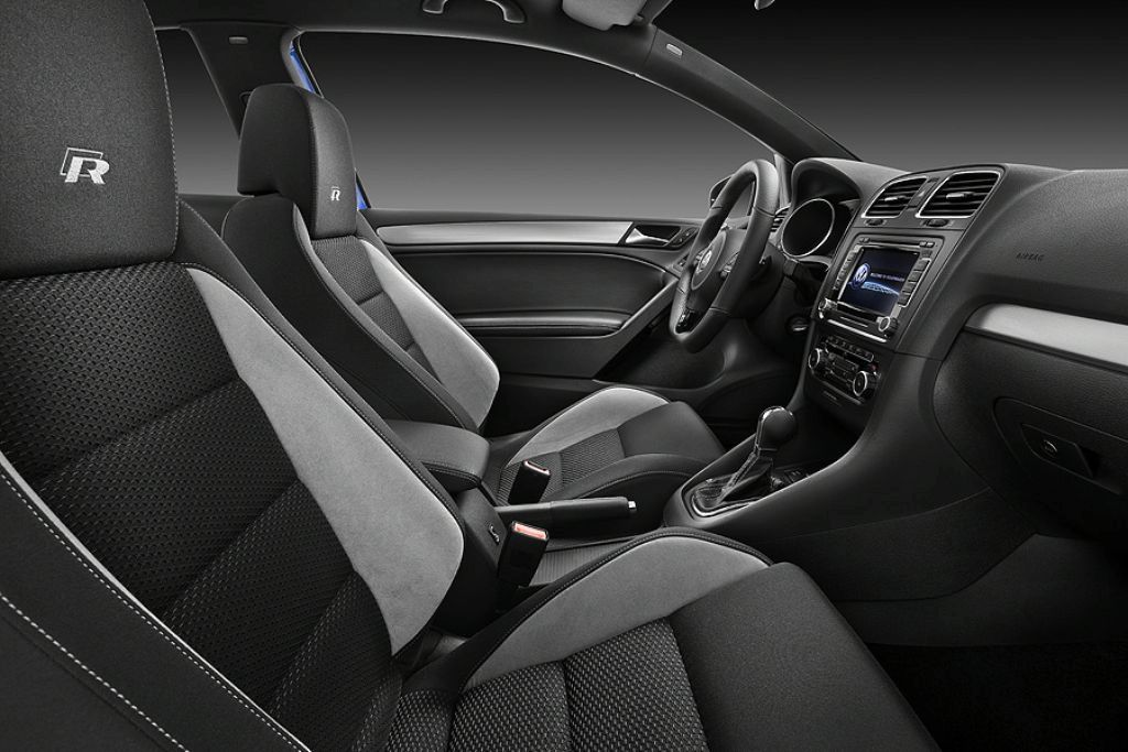 2011 VW Golf R interior
