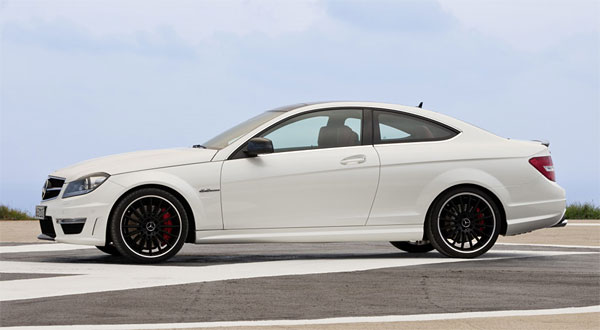 2012-Mercedes-Benz-C63-AMG-Coupe-Side