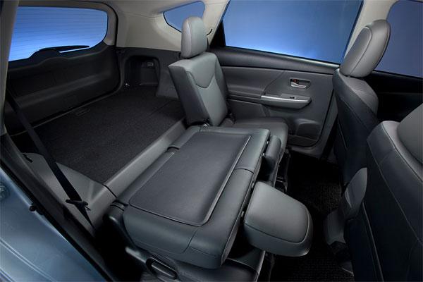 Toyota-Prius-Wagon-Int-Rear