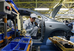 Japanese Automakers Resume Limited Output