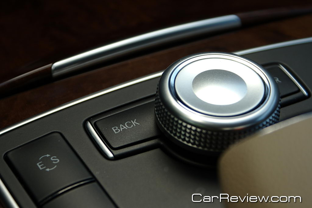 Mercedes-Benz COMAND system w/4GB hard drive