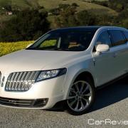 2011 Lincoln MKT distinctive split-wing grille