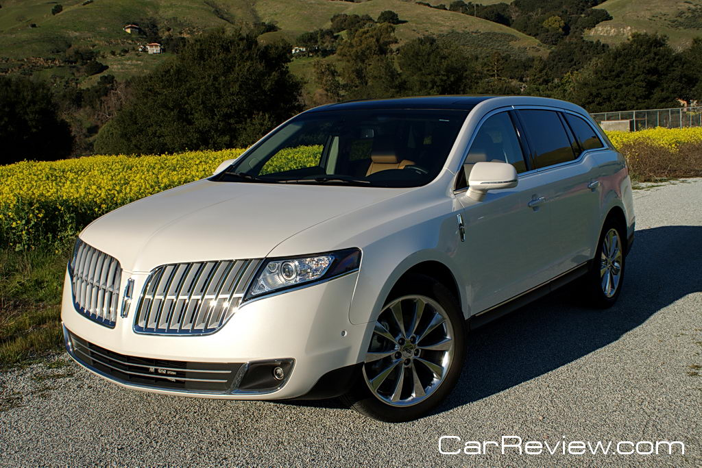 2011 Lincoln MKT distinctive split-wing grille