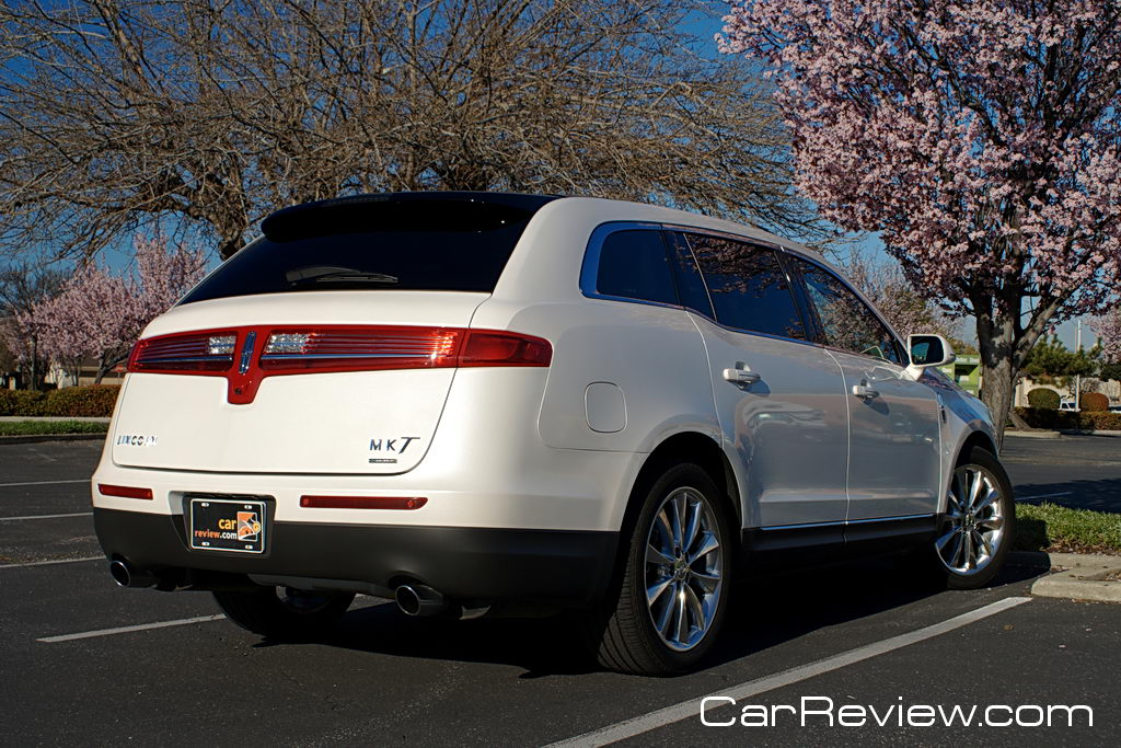 2011 Lincoln MKT horizontal taillamp
