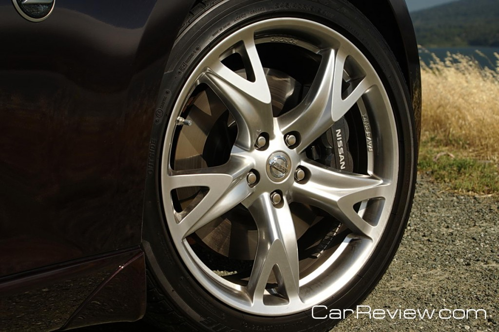 Nissan 370Z 19-inch 5-spoke RAYS® super-lightweight forged alloy wheels