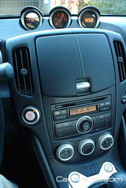 Nissan 370Z AM/FM/CD audio system