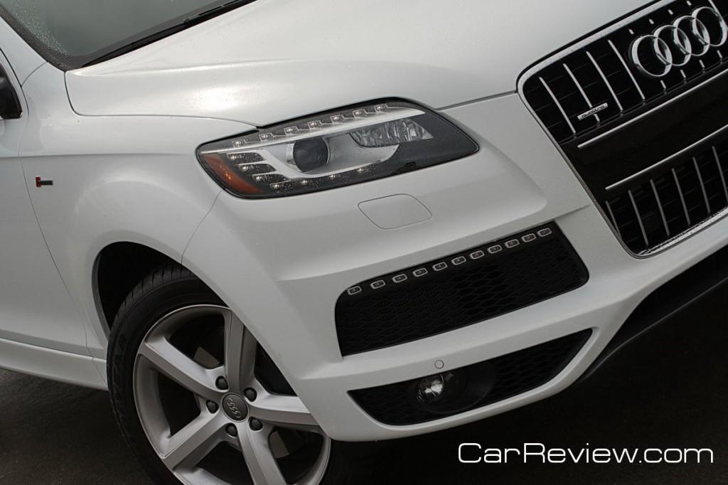 2011 Audi Q7 S-line xenon plus headlights w/LED DRLs