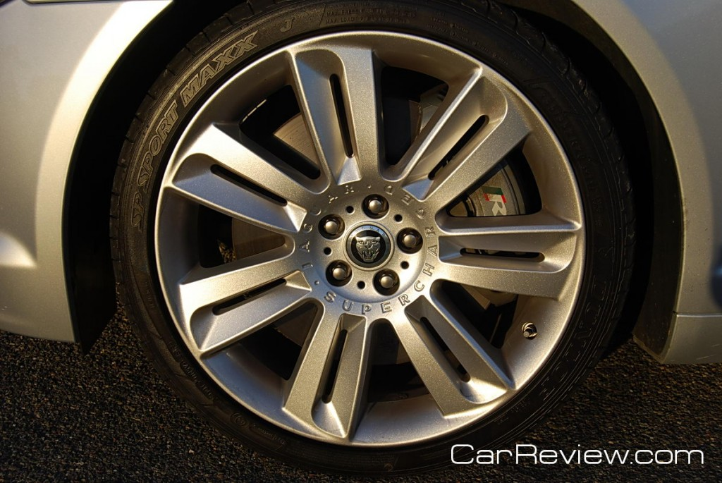 2011 Jaguar XFR 20-inch aluminum alloy wheels