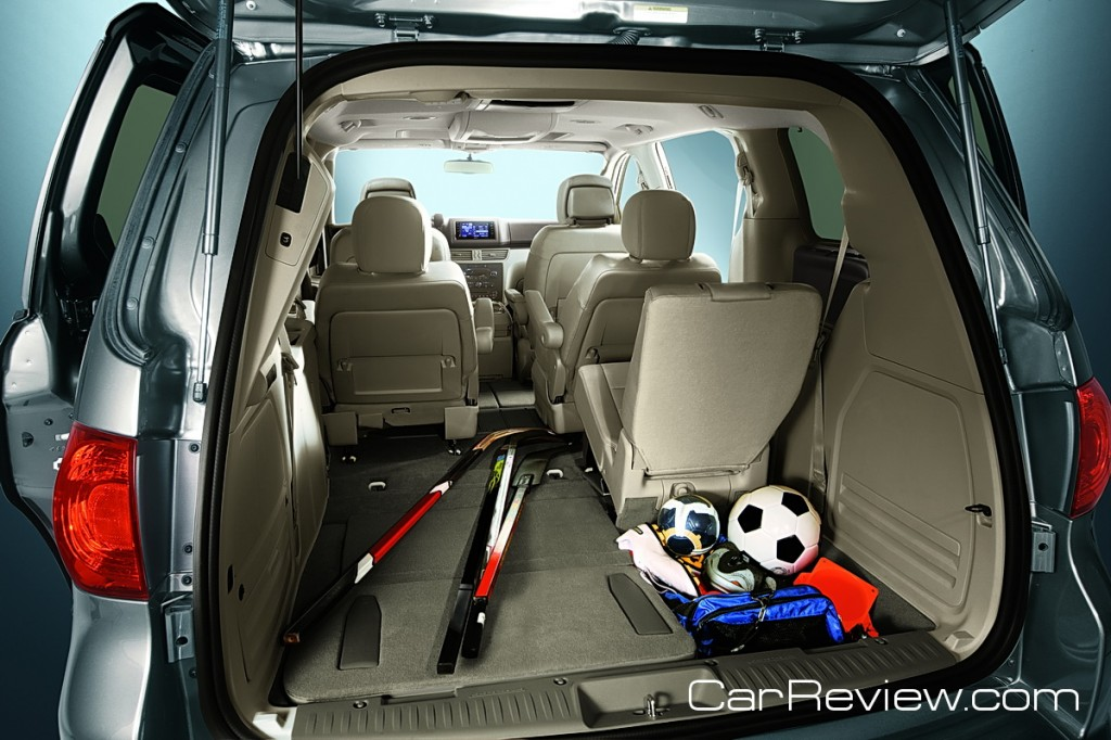 VW Routan remote-controlled power liftgate makes it easy to access rear cargo area