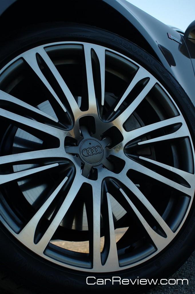 20-inch aluminum alloy wheels