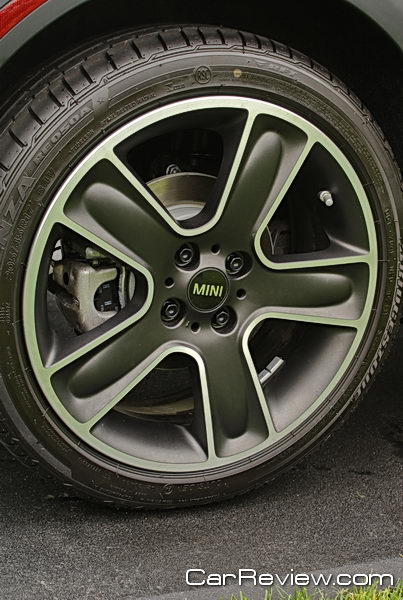 16-inch aluminum alloy wheels all black