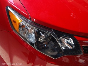 2012 Toyota Camry SE headlight