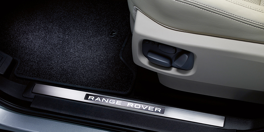 05-All_PV_L320_INT_Stainless_Steel_Treadplates_Range_Rover_logo-850x425