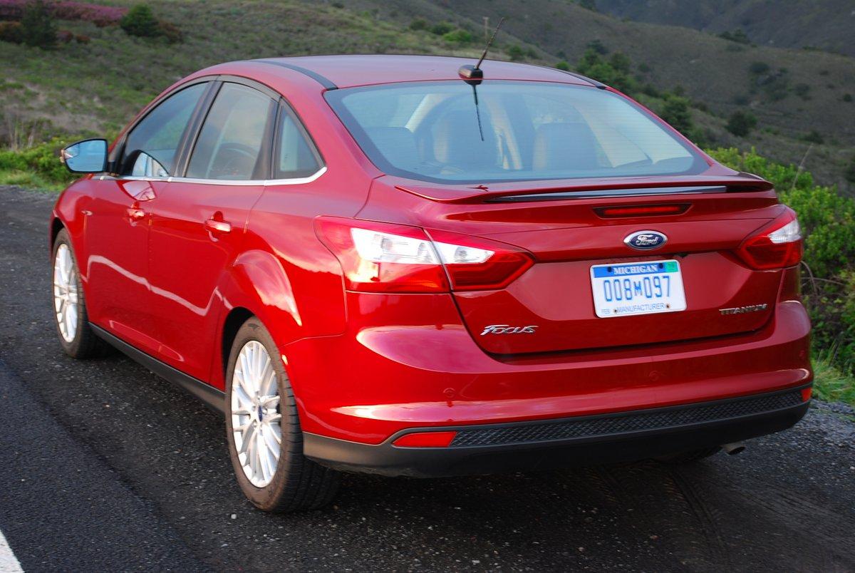 Review 2014 Ford Focus 4 Door Titanium Car Reviews And News At Seats Foucs