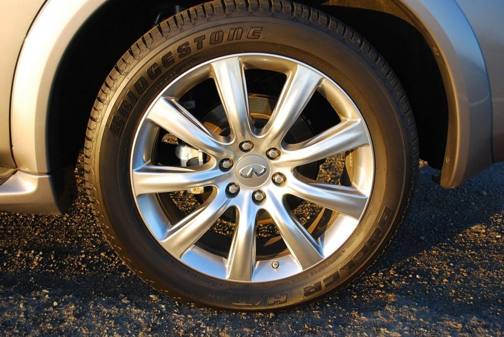 2014 Infiniti QX80 AWD Tire