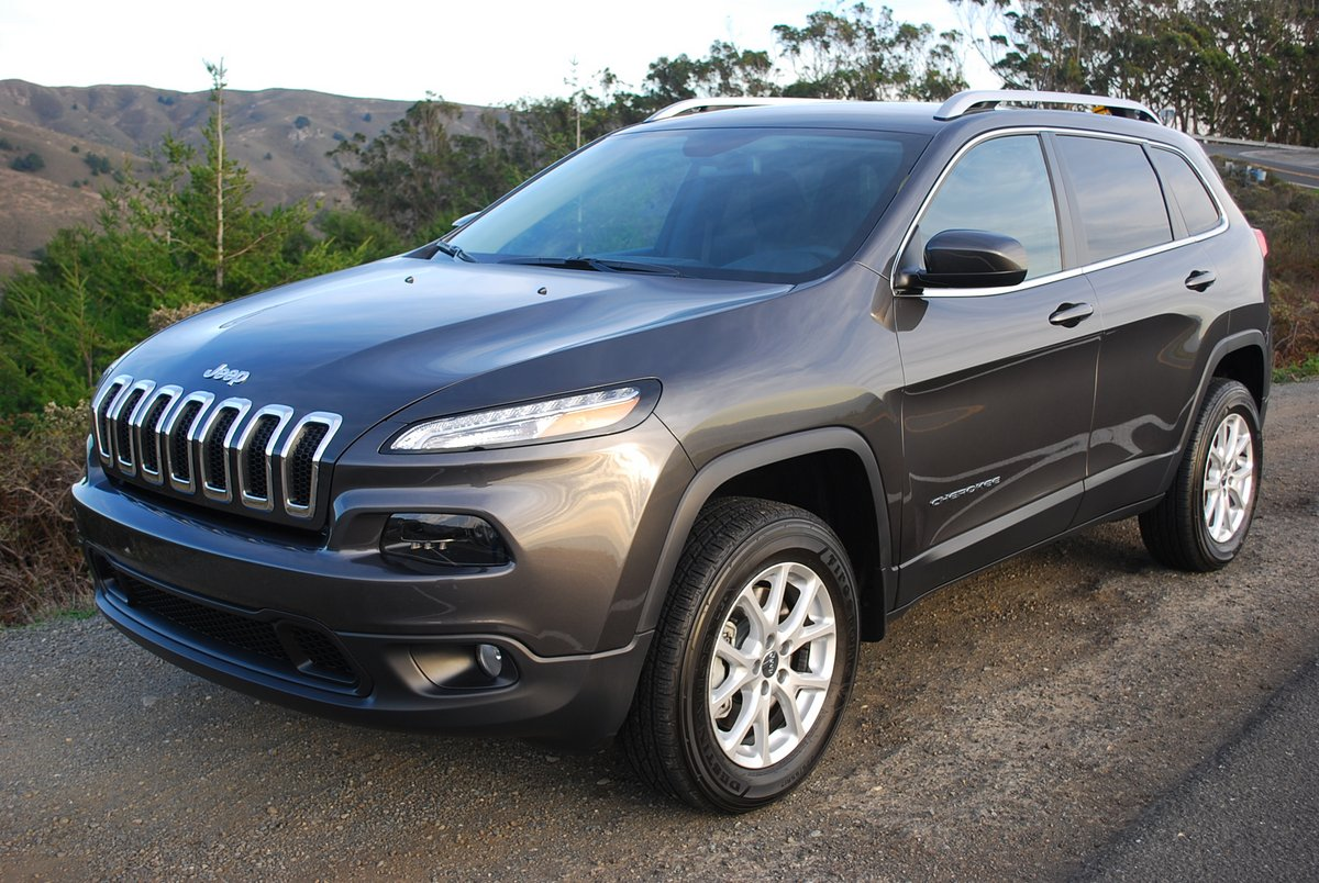 review 2014 jeep cherokee latitude 4 4 car reviews and news at. Black Bedroom Furniture Sets. Home Design Ideas