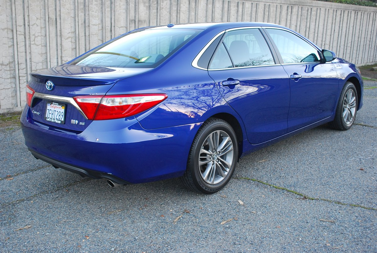 review 2015 toyota camry hybrid se sedan car reviews and news at. Black Bedroom Furniture Sets. Home Design Ideas