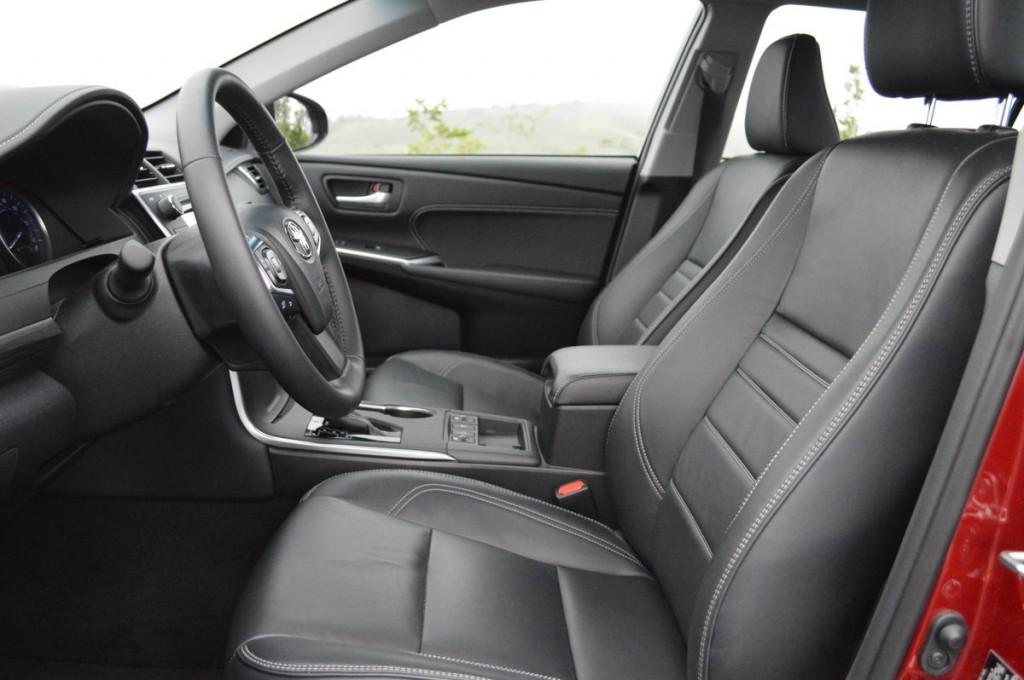 2016 Toyota Camry Hybrid XLE Sedan