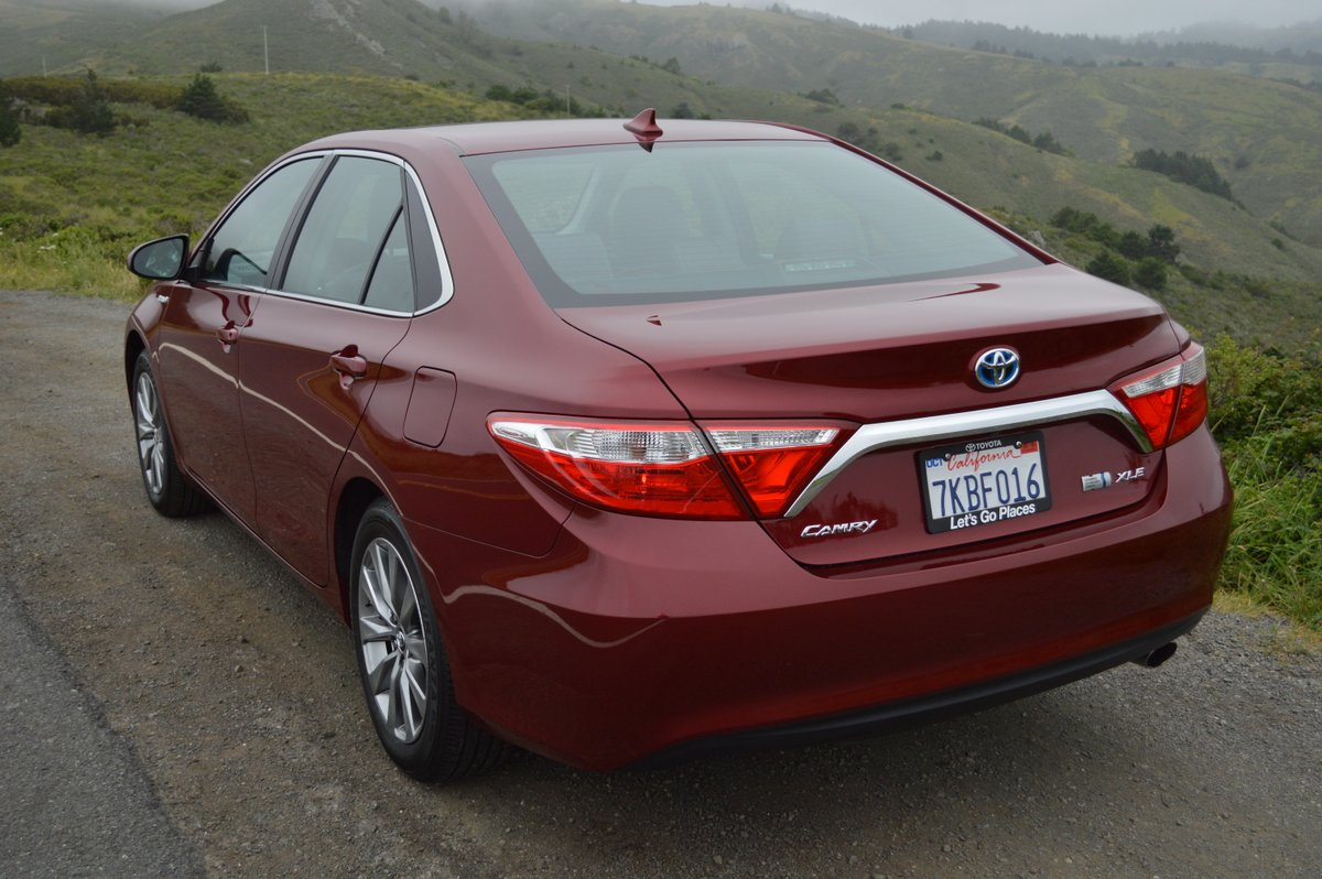 2016 toyota camry hybrid xle sedan review car reviews and news at. Black Bedroom Furniture Sets. Home Design Ideas
